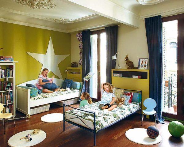 Кровать и диванчик