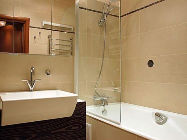 Ванная комната песочного оттенка