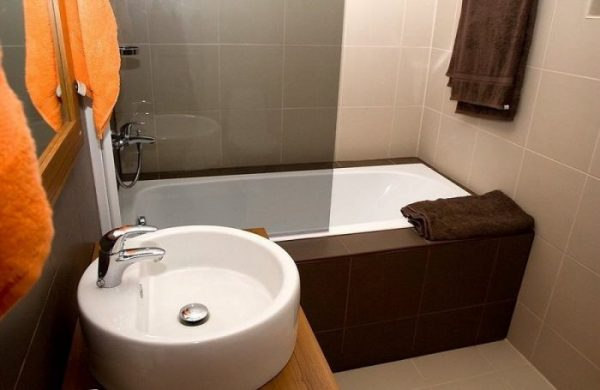 Круглая раковина в ванной комнате