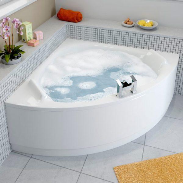 Светлая угловая ванна