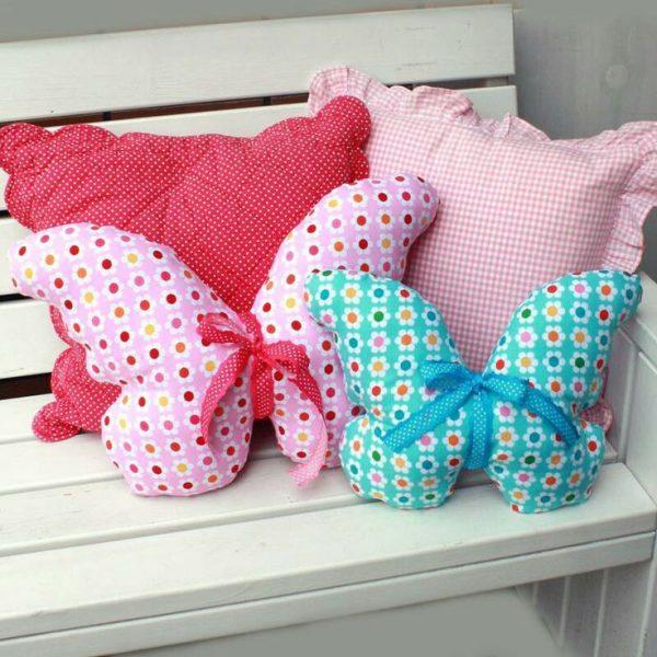Подушки в виде бабочек