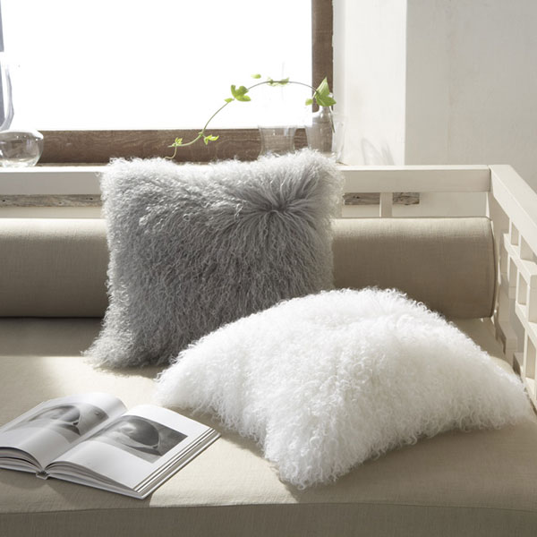 Мохнатая подушка