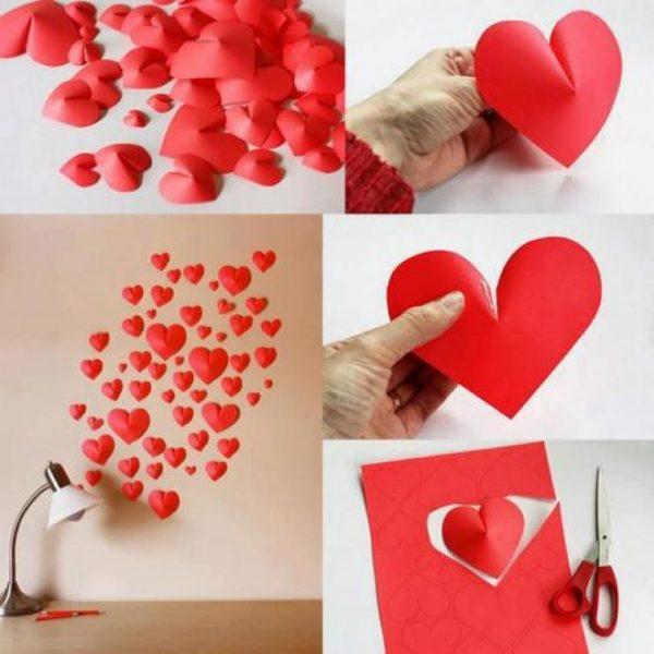 Декор стены объёмными сердечками