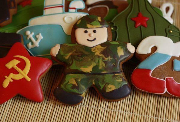 Печенье в виде солдатика