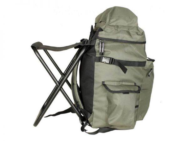 Стул с большим рюкзаком