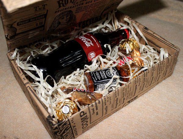 Виски с Кока-Колой в коробке