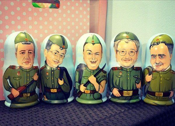 Матрёшки с рисунками мужчин в военной форме