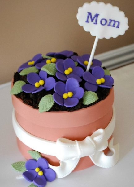 Торт в виде горшочка с цветами