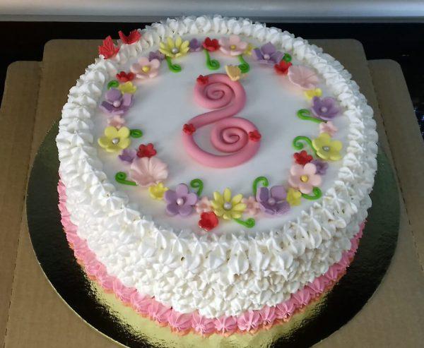 Торт с цифрой «8»