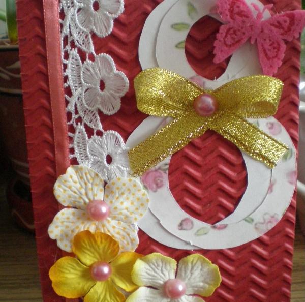 Открытка с ажурными деталями, атласными ленточками, бабочкой и цветочками