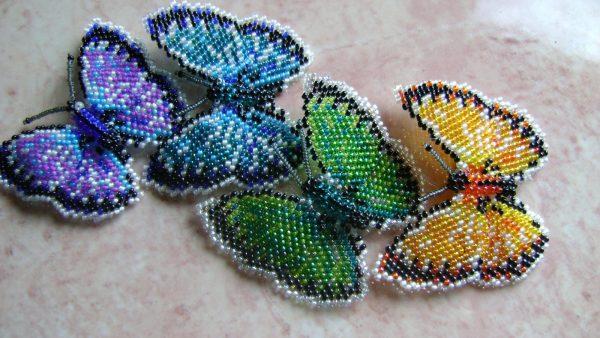 Красивые бабочки из бисера