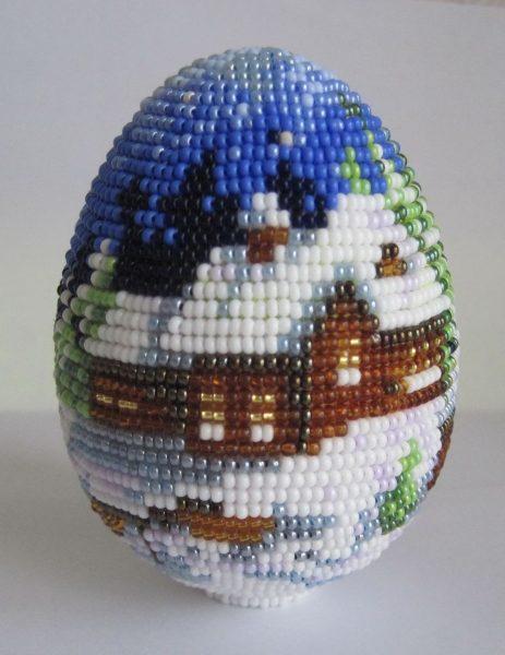 Картина из бисера на деревянном яйце