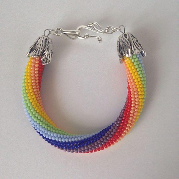 Яркое ожерелье из бисера
