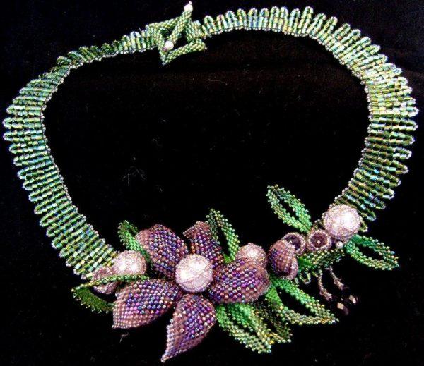 Ожерелье на шею из бисера