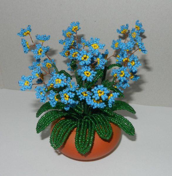 Синие цветочки из бисера