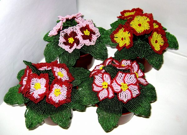 Цветы из бисера в горшочках