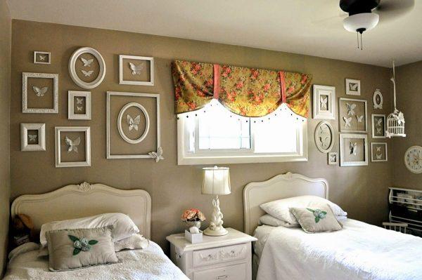 Рамки над кроватями