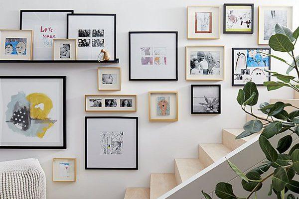 Картины и лестница