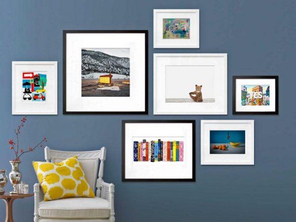 Картины около кресла