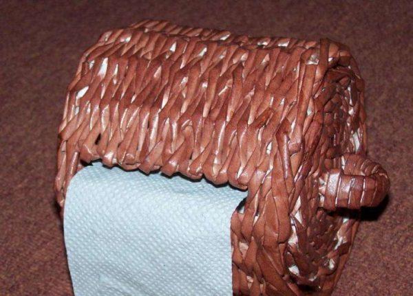 Держатель для туалетной бумаги из газетных трубочек