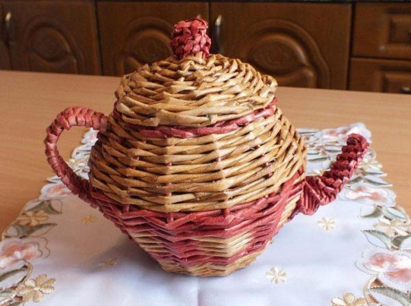 Чайник из газетных трубочек