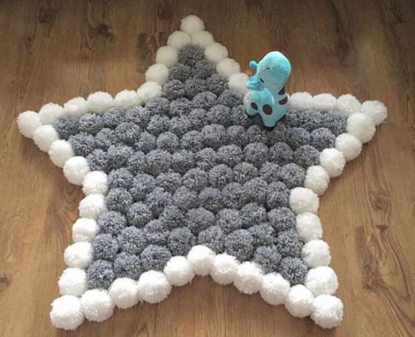 Звезда из помпонов