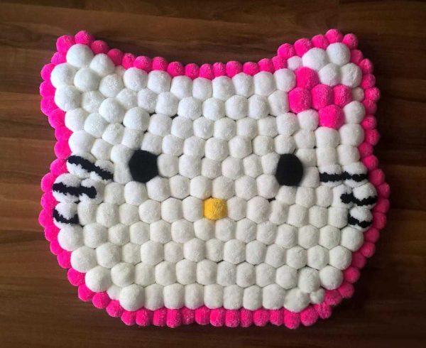 Коврик из помпонов «Hello Kitty»