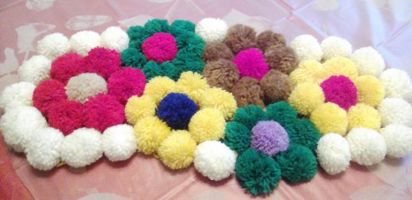 Цветочки из мягких шариков