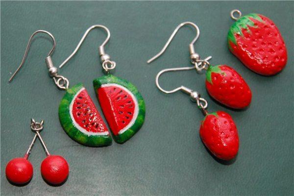 Различные ягоды из полимерной глины