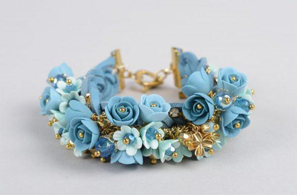 Браслет из голубых цветов из полимерной глины