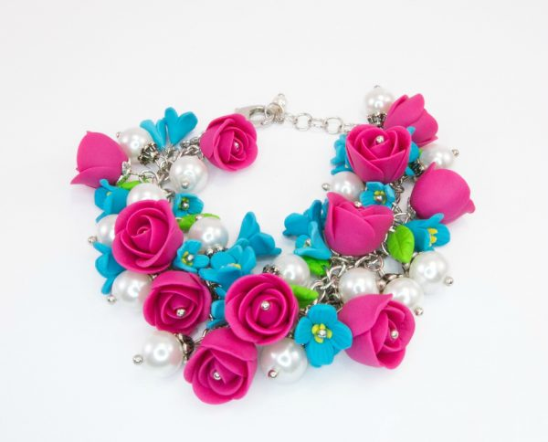 Розовые и голубые цветы из полимерной глины