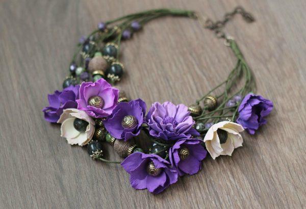 Фиолетовые цветы из полимерной глины