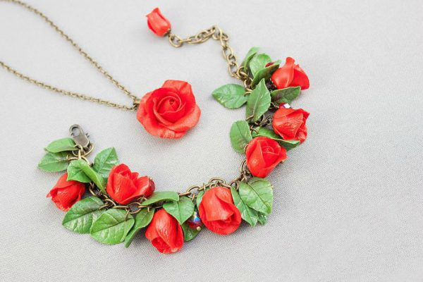 Подвеска и браслет с розами из полимерной глины