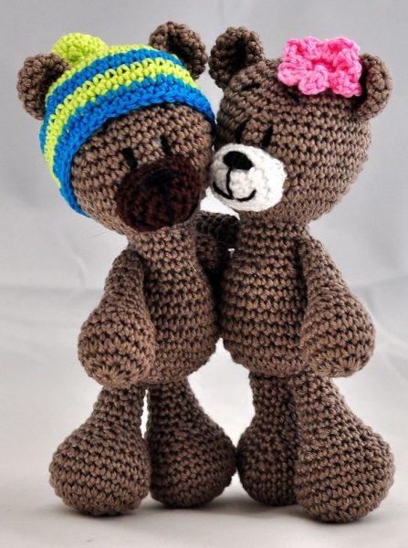 Вязаная пара медведей