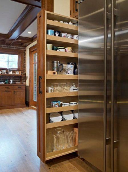 Выдвижной шкаф на кухне