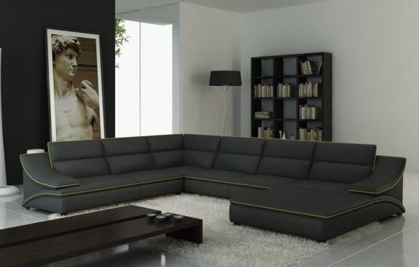 Темный диван на белом ковре