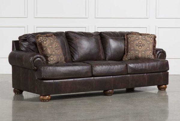 Коричневый диван