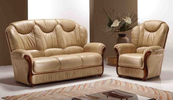 Кресло и диван с высокой спинкой