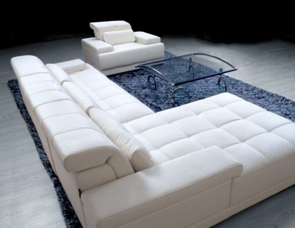 Шикарный белый диван