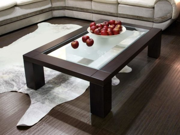Тёмный стол