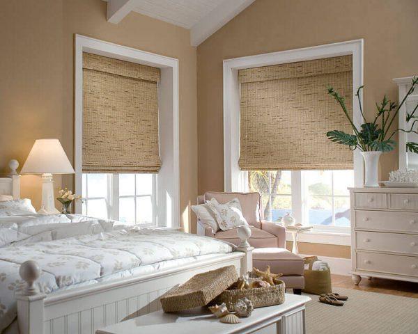 Греческие шторы на больших окнах