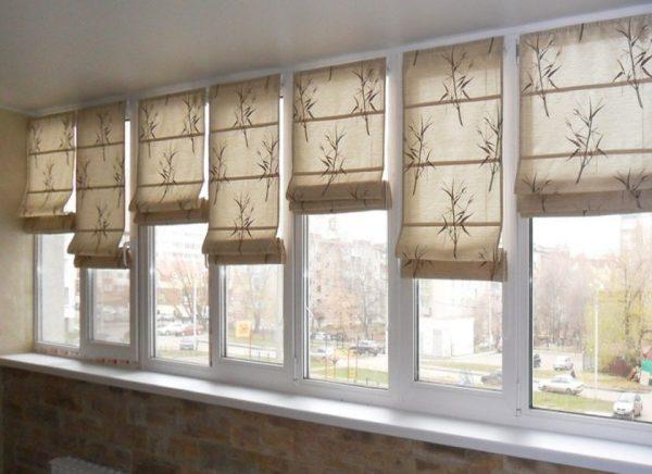 Греческие шторы на балконе