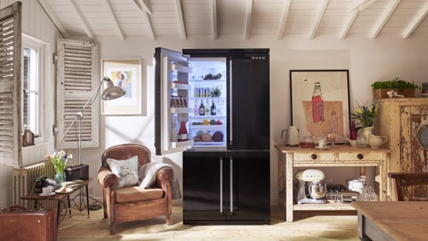 Чёрный холодильник