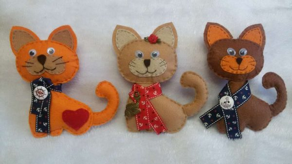 Котики разного цвета из фетра