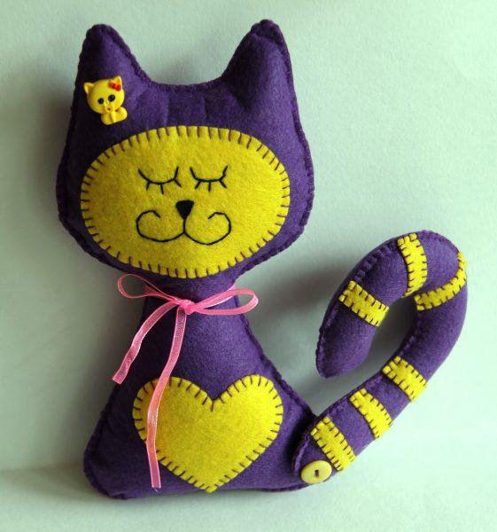 Фиолетовый кот из фетра