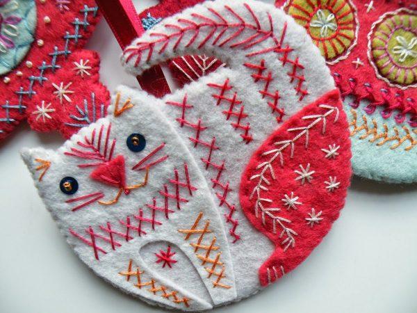 Котик из фетра с вышивкой
