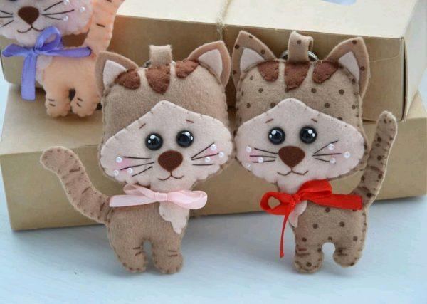 Котики-брелки из фетра