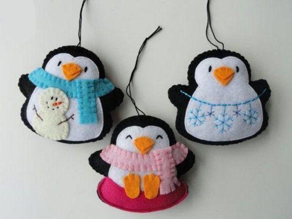 Пингвины в шарфах из фетра