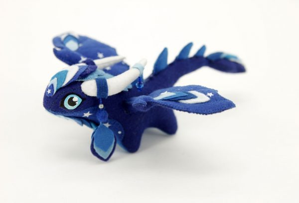 Синий дракон из фетра