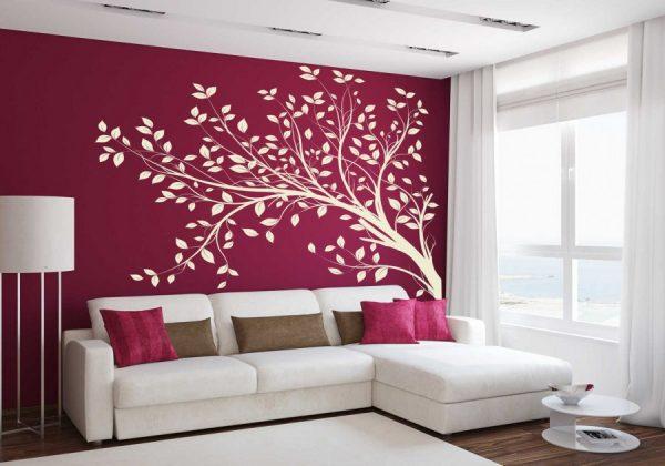 Дерево над диваном